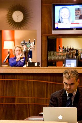 Holiday Inn Express DUBLIN AIRPORT - The lively charming lobby bar