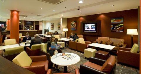 Holiday Inn Express DUBLIN AIRPORT - The warm and comfortable lobby bar