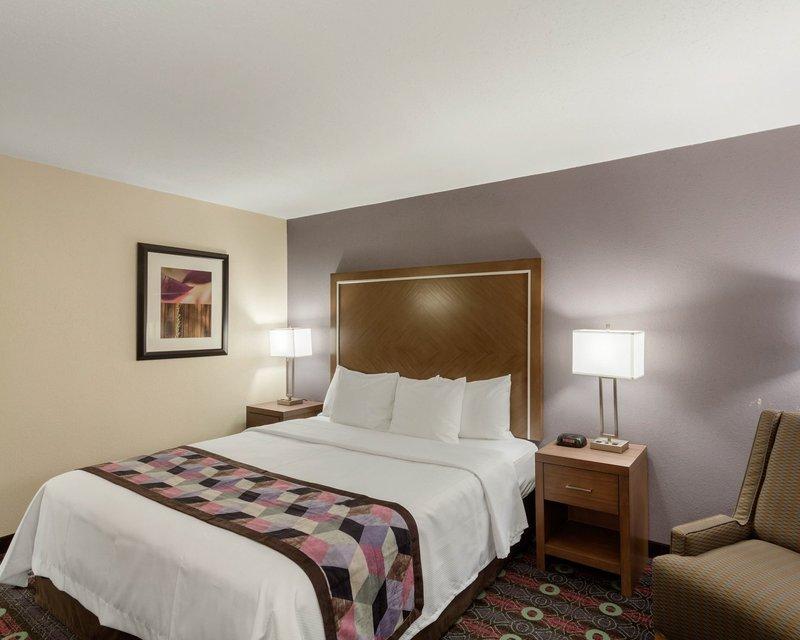 Baymont Inn & Suites-Tulsa - Tulsa, OK