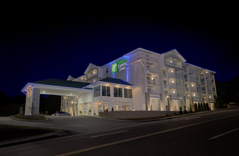 HOLIDAY INN EXP SEVIERVILLE
