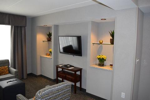 Holiday Inn Hotel & Suites EAST PEORIA - Suite