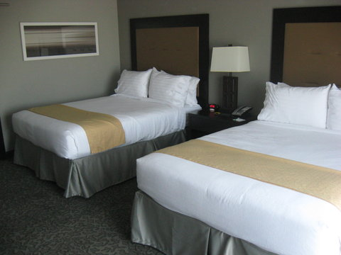 Holiday Inn Hotel & Suites EAST PEORIA - Queen Bed Guest Room