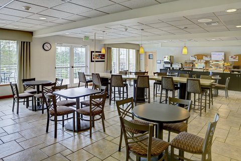Holiday Inn Express CORVALLIS-ON THE RIVER - Breakfast Area