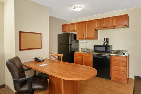 Candlewood Suites AURORA-NAPERVILLE - ADA Handicapped accessible One Bedroom Suite kitchen