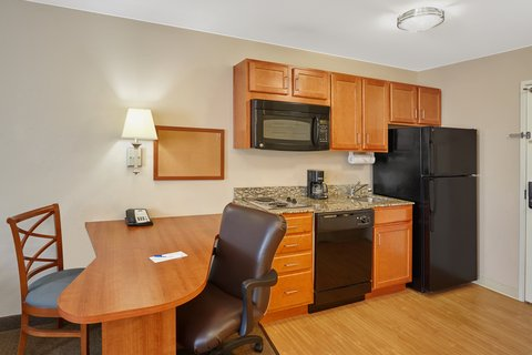 Candlewood Suites AURORA-NAPERVILLE - Two Double Bed Studio Suite kitchen