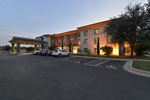 Holiday Inn Express & Suites Austin SW - Sunset Valley - Hotel Exterior