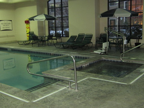 Staybridge Suites KALAMAZOO - Whirlpool with accessible lift