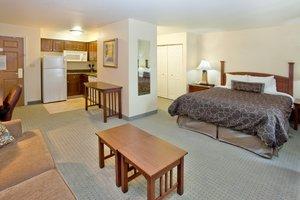 Room - Staybridge Suites Kalamazoo