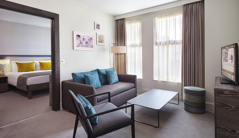Staybridge Suites LONDON - VAUXHALL - One Bedroom Suite Living Room