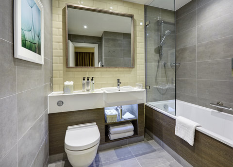 Staybridge Suites LONDON - VAUXHALL - One Bedroom Suite - Bathroom