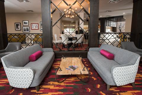 Courtyard Atlanta Vinings - Hotel Lobby