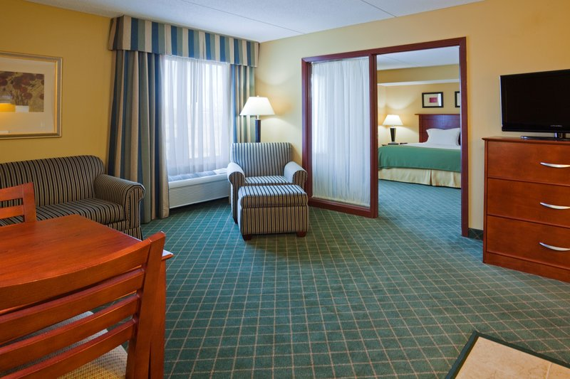 HOLIDAY INN EXP STES COON RPDS