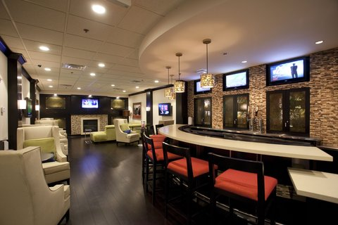Holiday Inn ATHENS-UNIVERSITY AREA - Redfearn Grille Bar Area is a great place to unwind