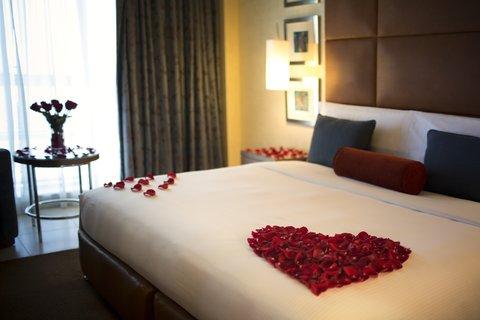 Al Manshar Rotana Hotel - Deluxe Suite Honeymoon Setup