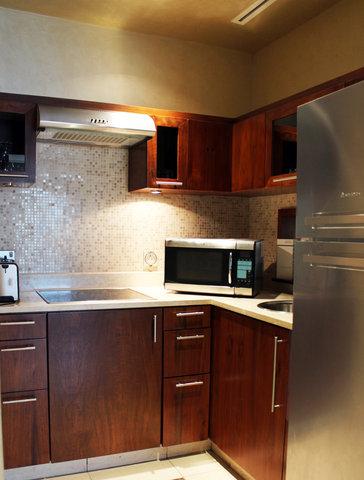 Al Manshar Rotana Hotel - Premium Room Kitchenette