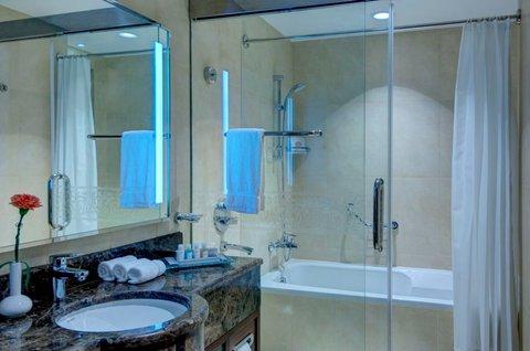 فندق كراون بلازا المدينة - Guest Bathroom