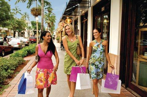 Fairfield Inn And Suites By Marriott Naples Hotel - Shop til you drop  Naples Fifth Avenue Shopping District