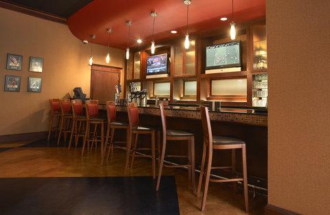 Crowne Plaza Suites ARLINGTON - BALLPARK - STADIUM - Bar and Lounge
