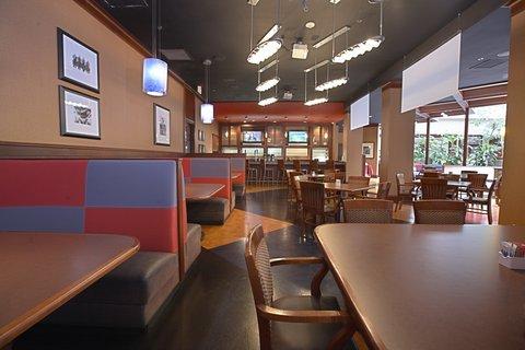Crowne Plaza Suites ARLINGTON - BALLPARK - STADIUM - Equinox Restaurant