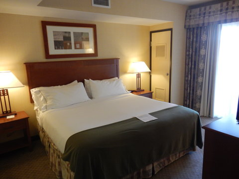 Holiday Inn Express & Suites ST. GEORGE NORTH - ZION - One bedroom of the two bedroom suite