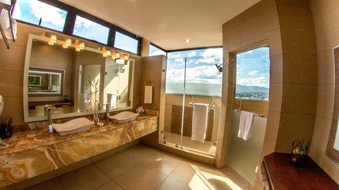 Holiday Inn GUATEMALA - Superior Floor Guest Bathroom