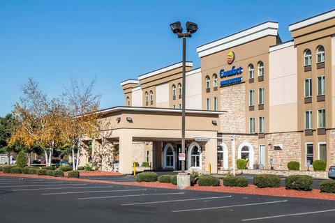 Comfort Inn & Suites East Hartford - Exterior