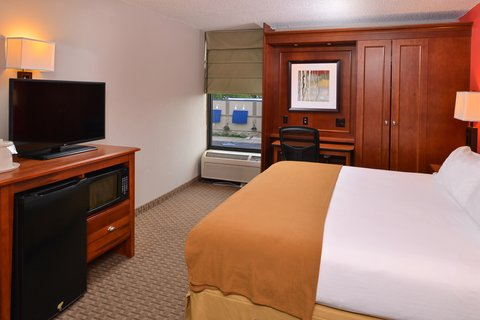 Holiday Inn Express CRESTWOOD - Utilize our King Executive room