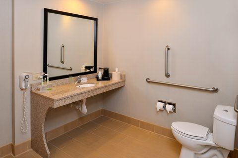 Holiday Inn Express CRESTWOOD - Enjoy extra space in this mobile accessible bathroom