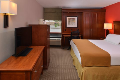 Holiday Inn Express CRESTWOOD - Relax in our King room