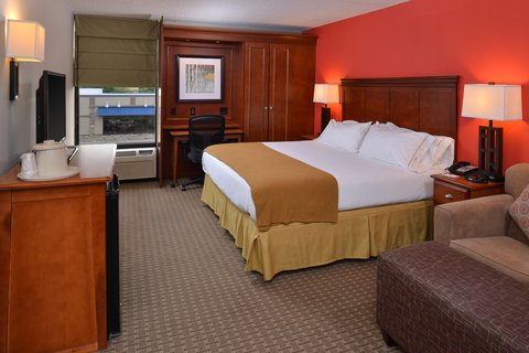 Holiday Inn Express CRESTWOOD - Utilize the pull-out sofa for extra guests