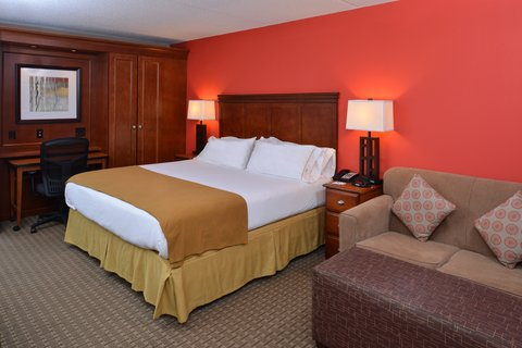 Holiday Inn Express CRESTWOOD - Enjoy a King room with pull-out sofa bed