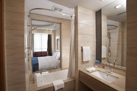 Holiday Inn Express BEIJING HUACAI - Guest Bathroom