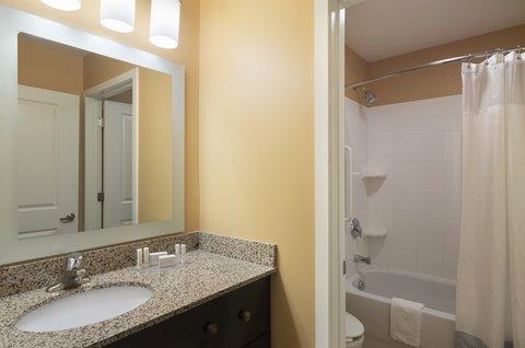 TownePlace Suites Harrisburg Hershey - Two-Bedroom-Suite-Bathroom