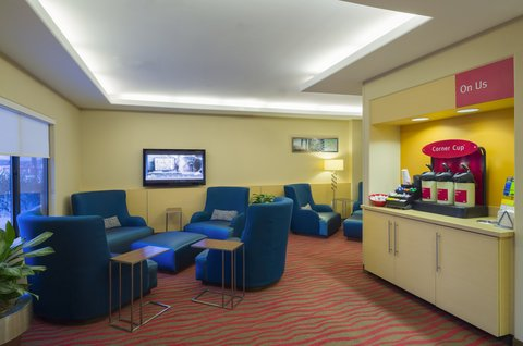 TownePlace Suites Harrisburg Hershey - Lobby Seating Area