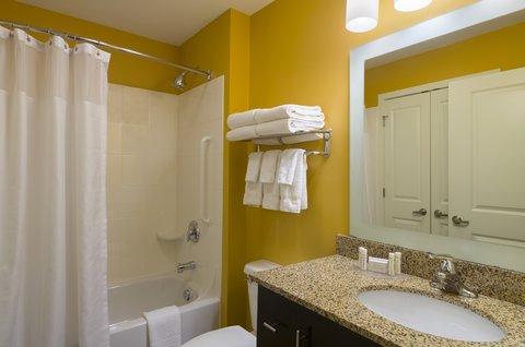 TownePlace Suites Harrisburg Hershey - Studio   Suite Bathroom