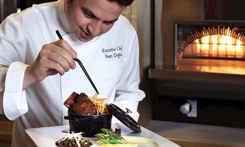 هيلتون العين - Chef in action