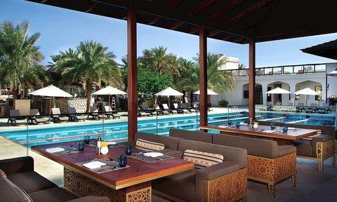 هيلتون العين - Terrace at Flavours restaurant