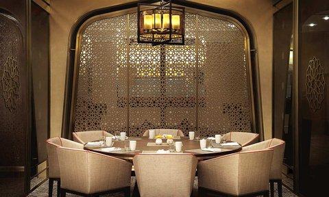 هيلتون العين - Family table at Flavours restaurant