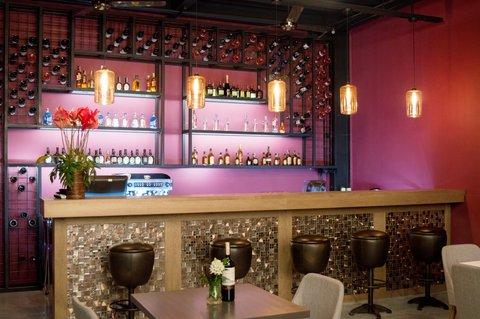 Hotel Casa Blanca - Wine bar and cocktails Restaurant Bar Cab