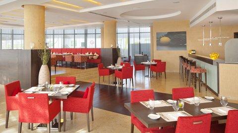 Holiday Inn ABU DHABI - Enjoy traditional Lebanese cuisine at the Lemon Tree