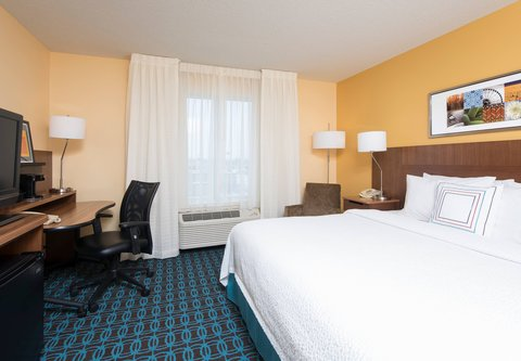Fairfield Inn And Suites St Charles Hotel - King Guest Room