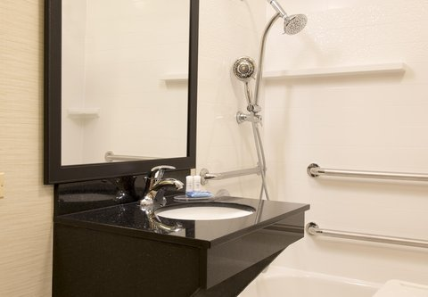 Fairfield Inn And Suites St Charles Hotel - Accessible Bathroom