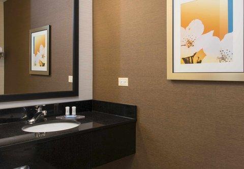Fairfield Inn And Suites St Charles Hotel - Guest Bathroom