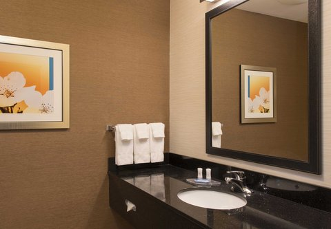 Fairfield Inn And Suites St Charles Hotel - Suite Bathroom