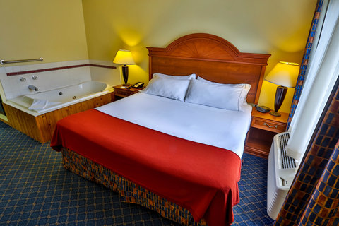 Holiday Inn Express BEMIDJI - Relax and enjoy our spacious King Bed Room with in-room Whirlpool