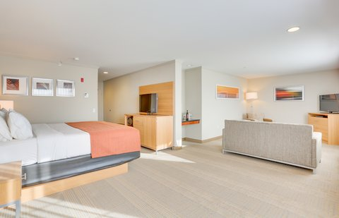 Holiday Inn SPOKANE AIRPORT - King Suite with Sofabed