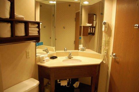 Hampton Inn Batesville IN - Doubles Accessible Bathroom
