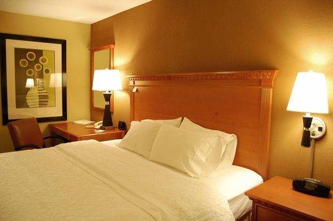 Hampton Inn Batesville IN - King Hearing Accesible Bed