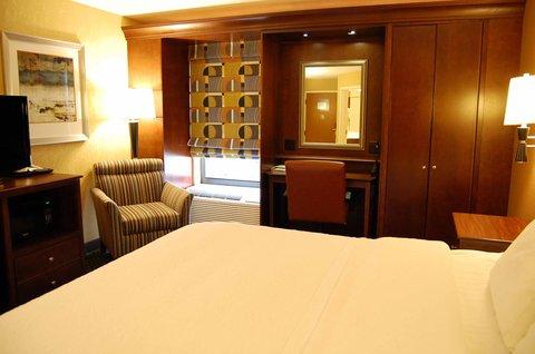 Hampton Inn Batesville IN - King Room Amenities