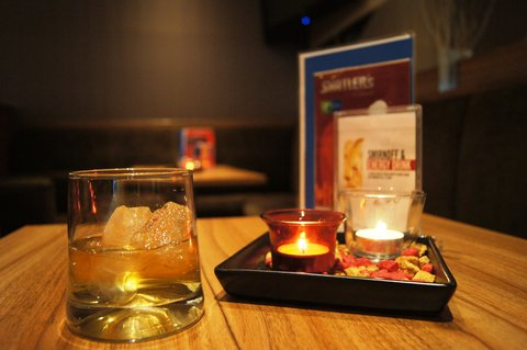 西柏林市中心快捷假日酒店 - Enjoy a drink at out Lobby Bar